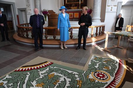 Dronning Margrethe præsenteres for det store arbejde
